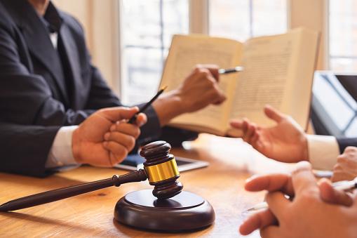 Le règlement intérieur national de la profession d'avocat intègre désormais la médiation comme préalable à une action en justice